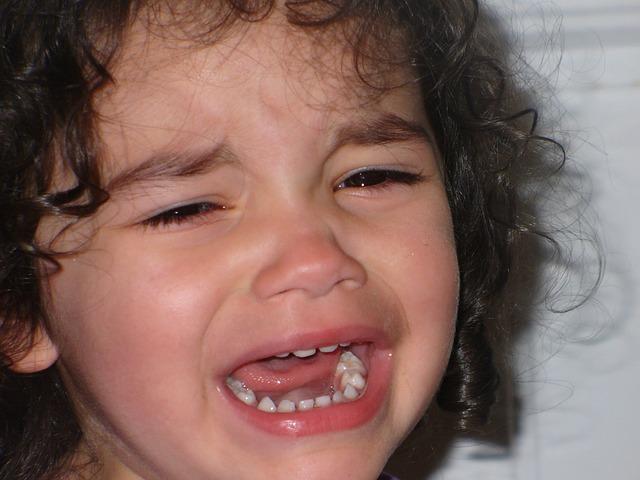 brečící dítě