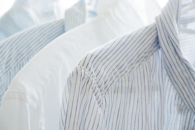 bílé konopné košile