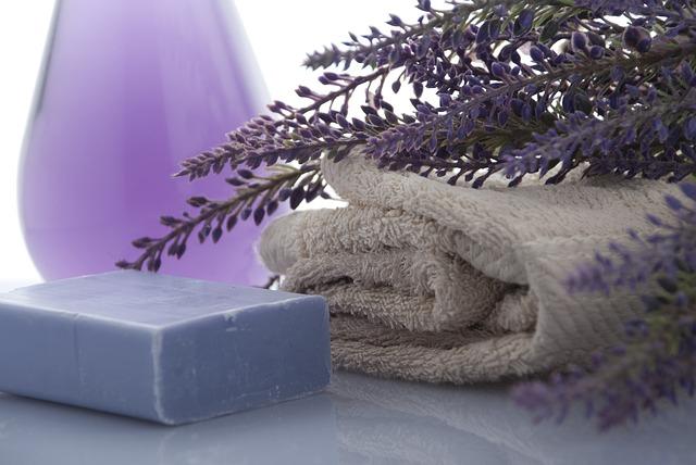 levandule, mýdlo a ručníky