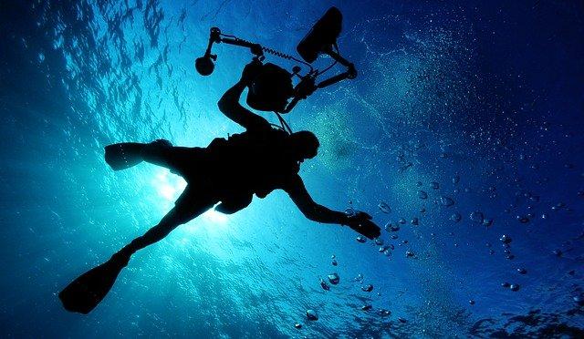 potápěč s kamerou.jpg