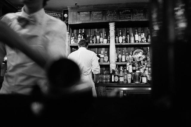 muž u baru.jpg
